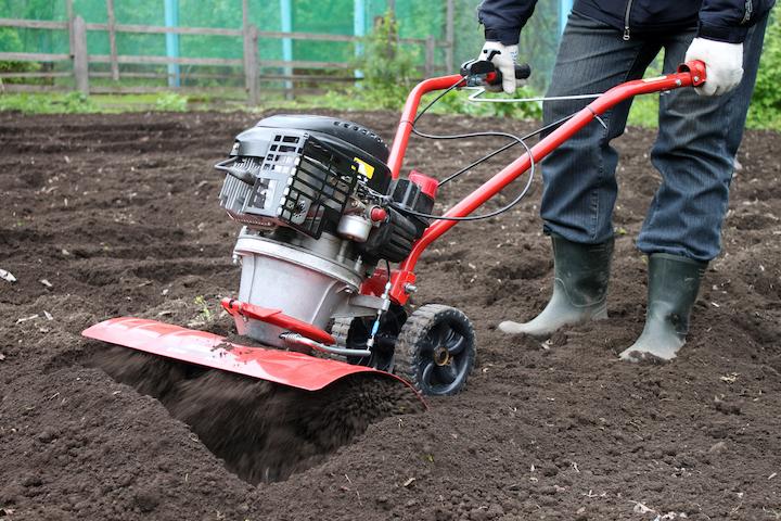 Gazon voorbereiden met de tuinfreesmachine