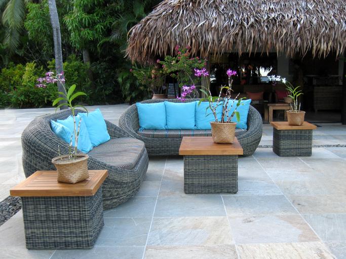 Natuursteen terrastegels op zonneterras