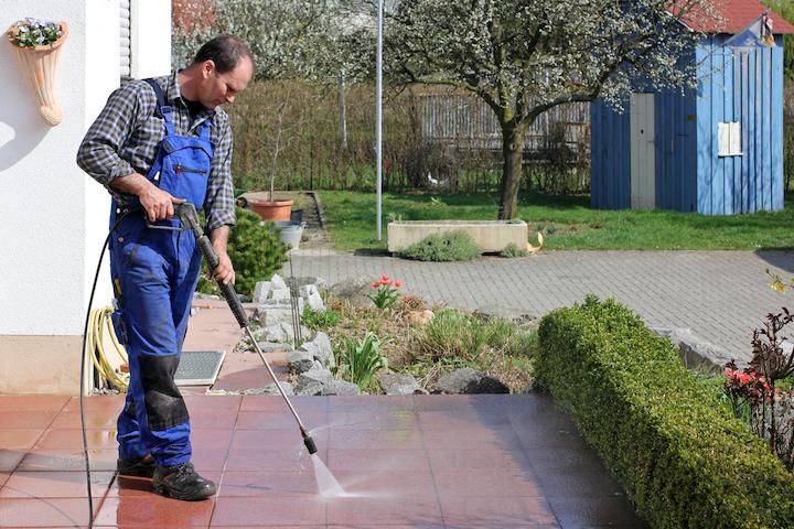 Terrastegels reinigen met hogedrukreiniger