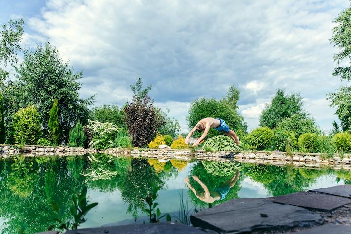 Natuurlijke zwemvijver in de tuin