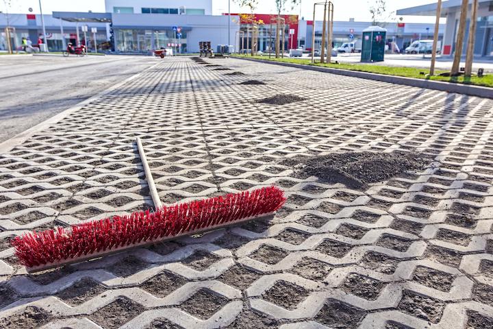 Schoonmaak en onderhoud van parkings en parkeerplaatsen